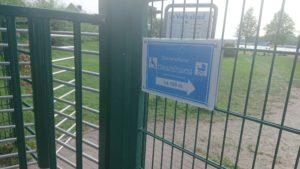 Hinweissschild am Zugang zum Volksbad